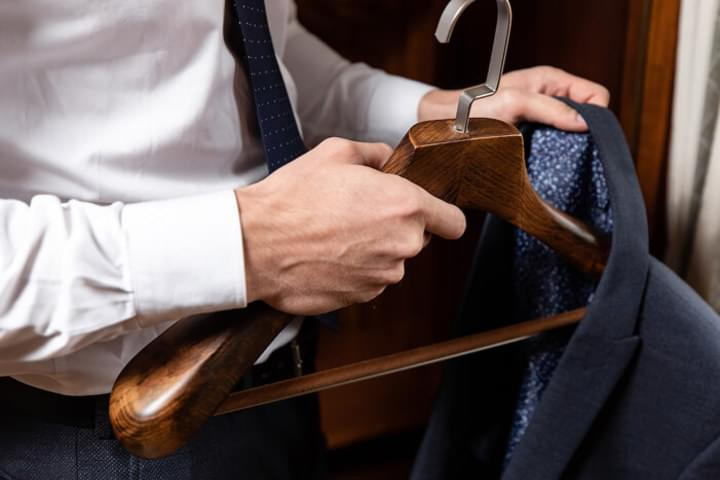 Kleiderbügel aus massivem Holz