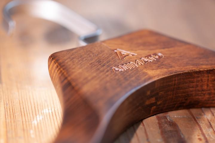 Luxusní dřevěné ramínko